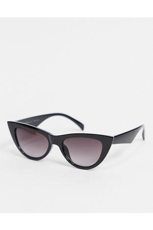 AJ Morgan Cat eye sunglasses in black