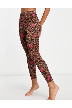 Onzie Mujer Leggings y treggings - High waisted yoga 7/8 leggings in floral leopard