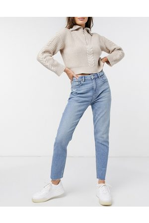 AMERICAN EAGLE Mom jeans in mid wash blue
