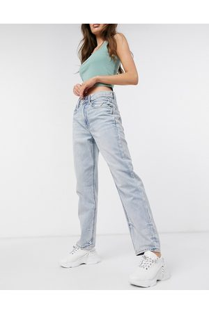 AMERICAN EAGLE 90's boyfriend jeans in bleach wash blue