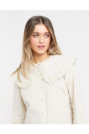 Pieces Shirt with oversized frilly prairie collar in cream