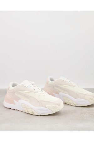 PUMA Hedra Minimal trainers in pink and white