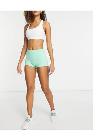 I saw it first High waisted active shorts in mint