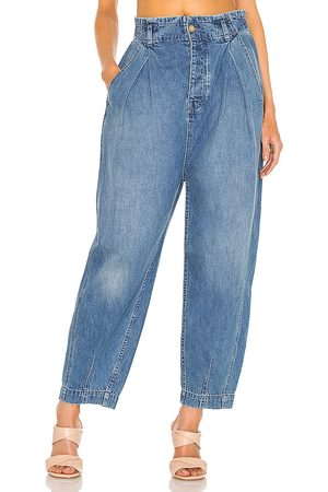 Free People Sawyer pull on bg jean en color azul talla L en - Blue. Talla L (también en S).