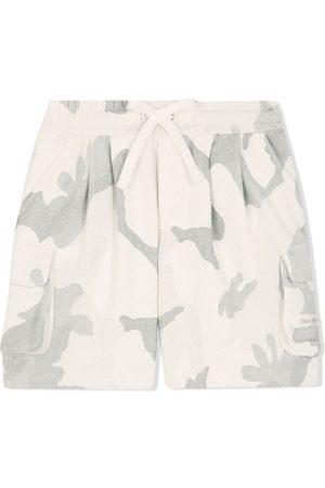 Dolce & Gabbana Niño Bermudas - Shorts cargo con estampado militar