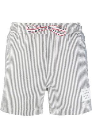 Thom Browne Shorts de playa con estampado seersucker