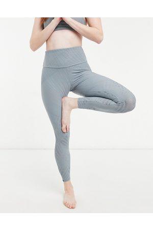 Onzie High waisted yoga 7/8 leggings in soft blue linear