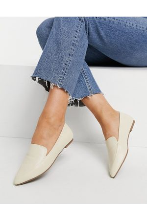 London Rebel Pointed ballet loafers in cream