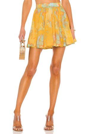Free People Minifalda sway my way en color amarillo talla L en - Yellow. Talla L (también en M, S, XS).
