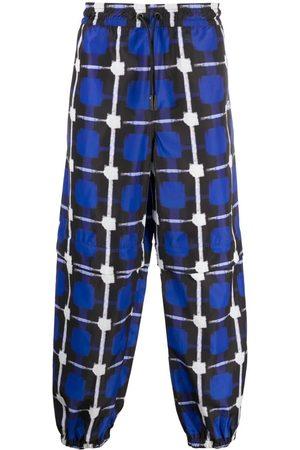 MARCELO BURLON Pants con estampado de cuadros