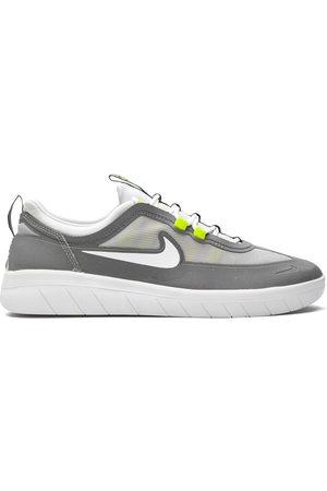 Nike Tenis Nyjah Free SB