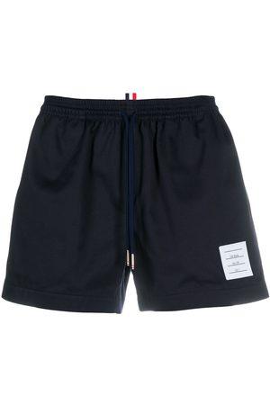 Thom Browne Shorts deportivos con cordones en la pretina