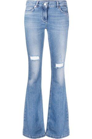 BLUMARINE Jeans acampanados con efecto envejecido