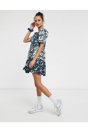Liquorish Mujer Casuales - Smock mini dress with puffy sleeves in blue floral print