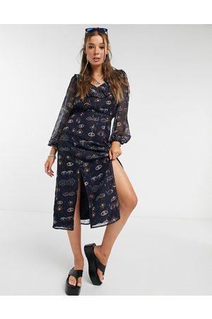 Never Fully Dressed Mujer Midi - Midi tea dress with ruffle collar and splits in eye print