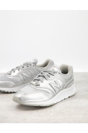 New Balance 997H trainers in silver
