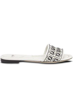 Fendi Sandalias planas con diseño de dos tonos