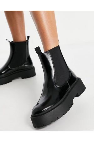 Schuh Aaliyah chelsea boot with chunky sole in black