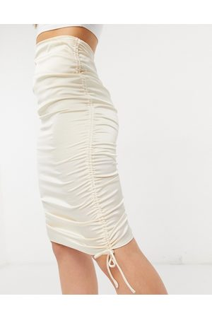 Parallel Lines Ruched skirt in champagne