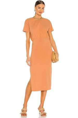 Lovers + Friends Vestido a media pierna fruncido easy en color mandarina talla L en - Tangerine. Talla L (también en XXS, XS