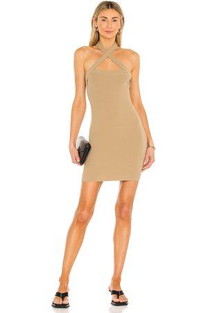 NBD Vestido halter yvette en color talla L en - . Talla L (también en XS, S, M).