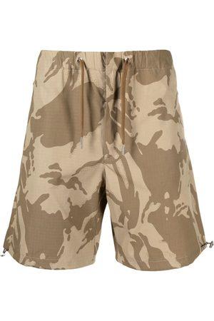 Moncler Hombre Shorts - Shorts cargo con estampado militar