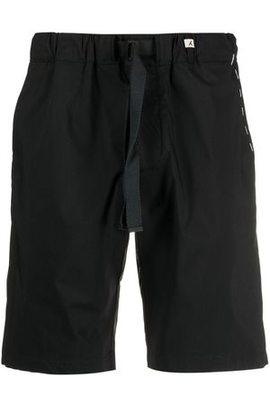 MYTHS Hombre Shorts - Contrast stitching track shorts