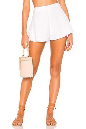 superdown Pantalones cortos volantes cory en color talla L en - White. Talla L (también en XS, S, M, XL).