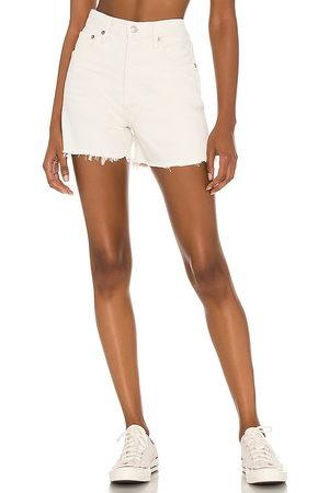 AGOLDE Mujer Shorts - X revolve dee short en color crema talla 23 en - Cream. Talla 23 (también en 24, 25, 26, 27, 28, 29, 30, 31, 32).
