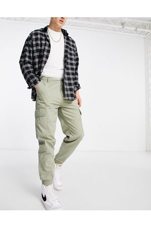 New Look Hombre Cargo - Cuffed cargo trousers in khaki