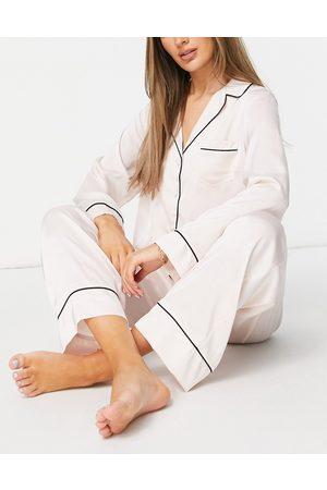ASOS Mujer Manga larga - Satin long sleeve shirt & trouser pyjama set in pink