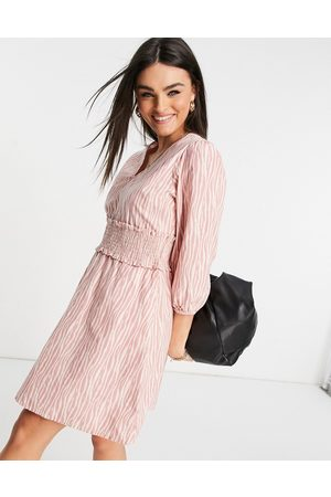 Y.A.S Mujer Casuales - Mini dress with shirred waistband in pink and white print