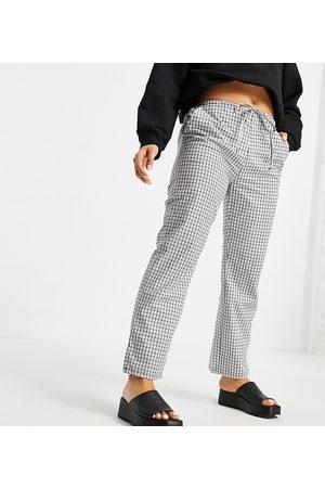 ASOS ASOS DESIGN Petite straight leg pull on poplin trouser in mono check