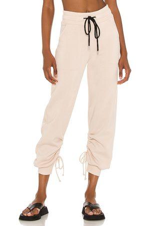 THE RANGE Pantalón deportivo cinched en color nude talla L en - Nude. Talla L (también en XS, S, M).