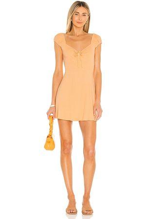 L*Space Vestido sirena en color durazno talla L en - Peach. Talla L (también en XS, S, M).