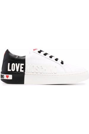 Love Moschino Tenis bajos con logo en relieve
