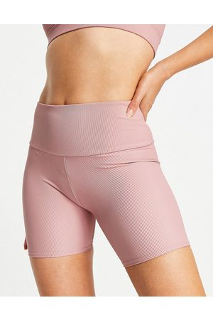 Onzie 5inch ribbed short in pink