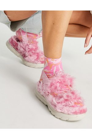UGG Fluff Sugar sustainable sandals in pink