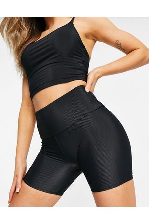 Onzie Ribbed 5inch shorts in black