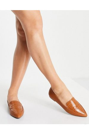 London Rebel Pointed flat loafers in tan