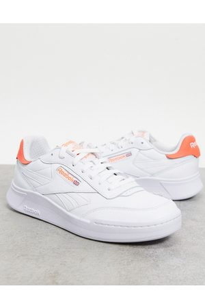 Reebok Hombre Tenis - Classics Club C Legacy Revenge trainers in white with red tab
