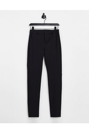 VERO MODA Slim leg trousers in black
