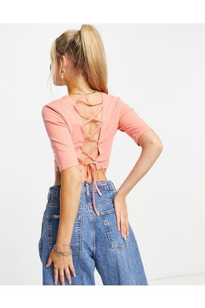 ONLY Mujer Crop tops - Cropped jersey top with cut out lace up back in coral