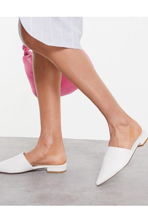 Truffle Collection Pointed mules in white