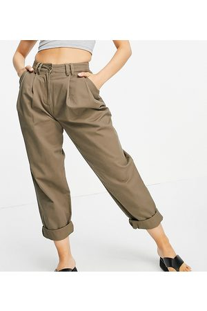 ASOS Mujer Leggings y treggings - ASOS DESIGN Petite ovoid pleat front peg trouser in olive green