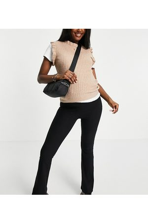 Pieces Maternity Exclusive knitted vest in camel