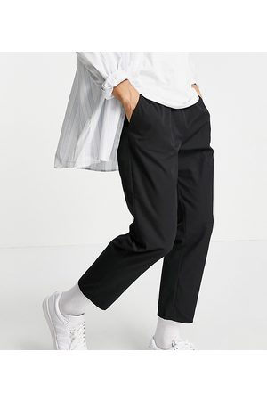 Reclaimed Hombre Chinos - Inspired cropped relaxed trouser in black