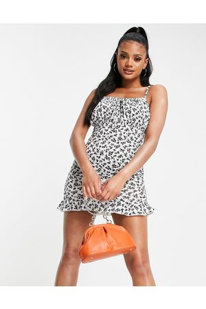 I saw it first Ruched front sleeveless mini dress in mono ditsy print