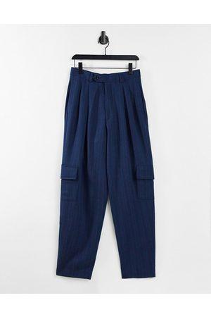 ASOS Hombre Cargo - High waist slim cargo smart trouser in navy stripe