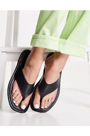 Schuh Tracy flip flop sandals in black